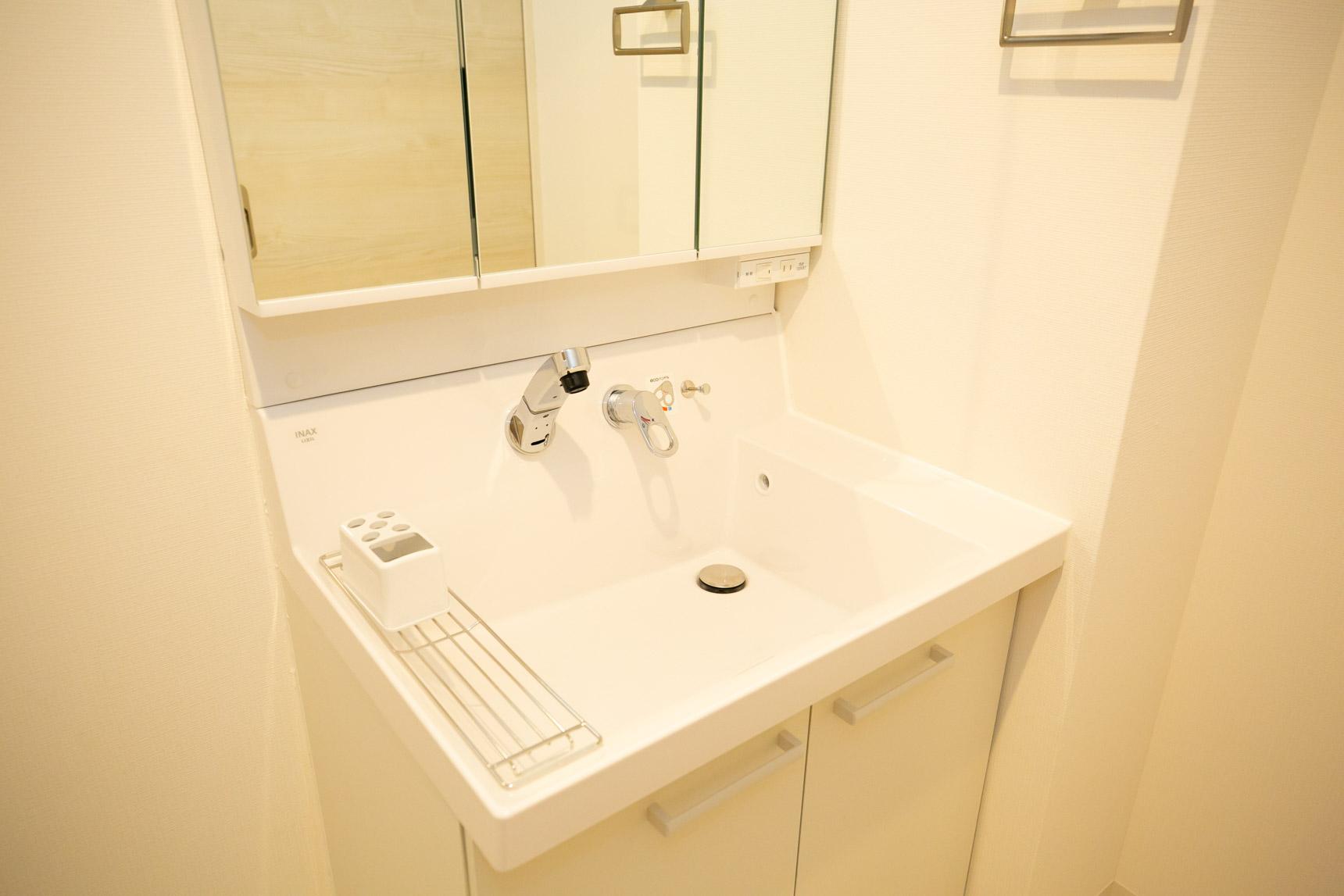 リニューアルされたワイドな洗面台も