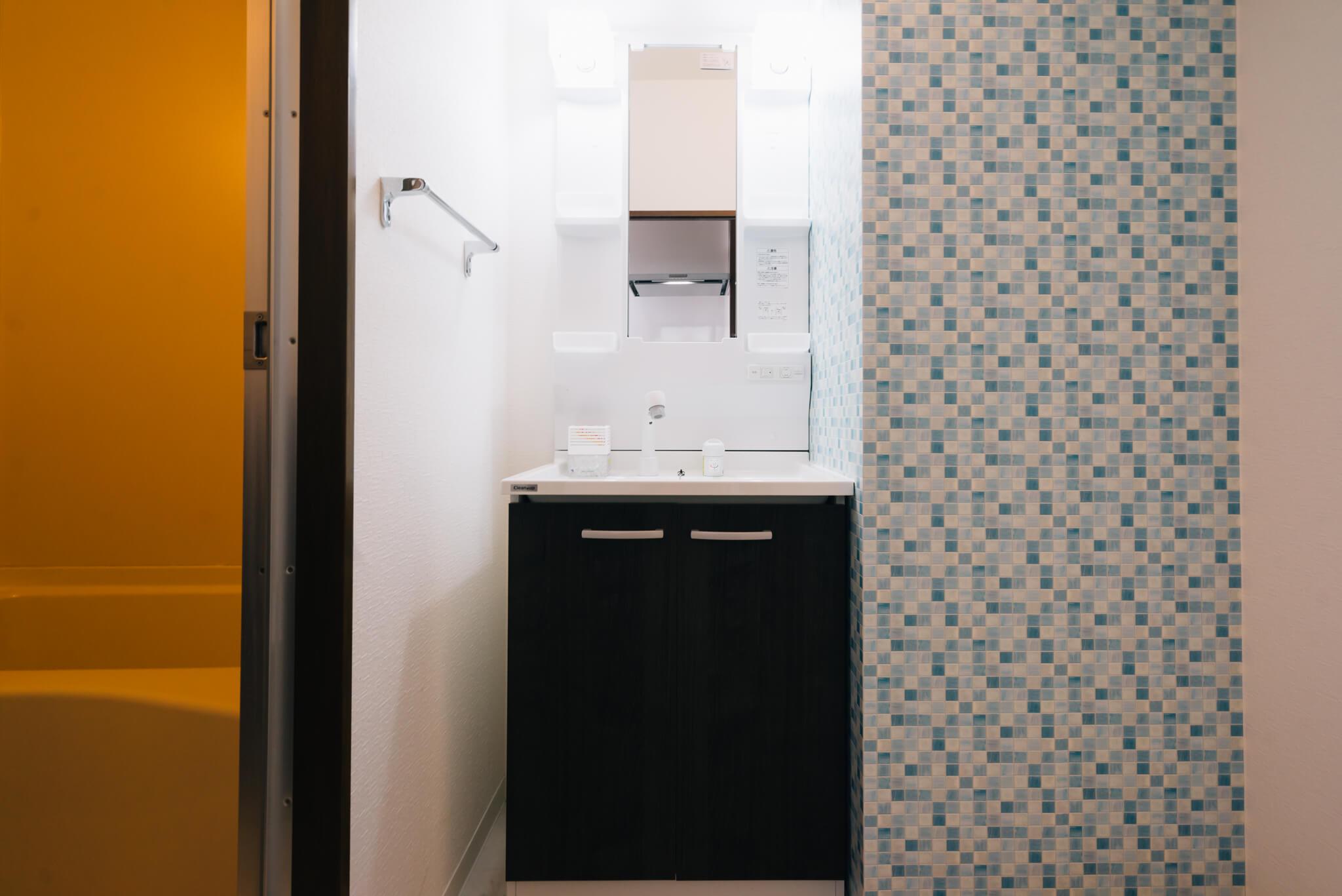 キッチンや洗面所なども、ひとり暮らしとしてはかなり充実した設備になっていて、「良いものをつくっている」と自信を持っておすすめされるのがよくわかります。
