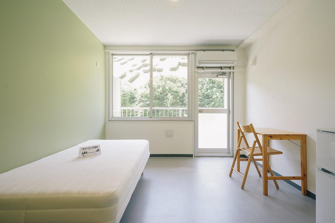 お部屋の窓からは緑がモサモサと見える環境。羨ましいです。