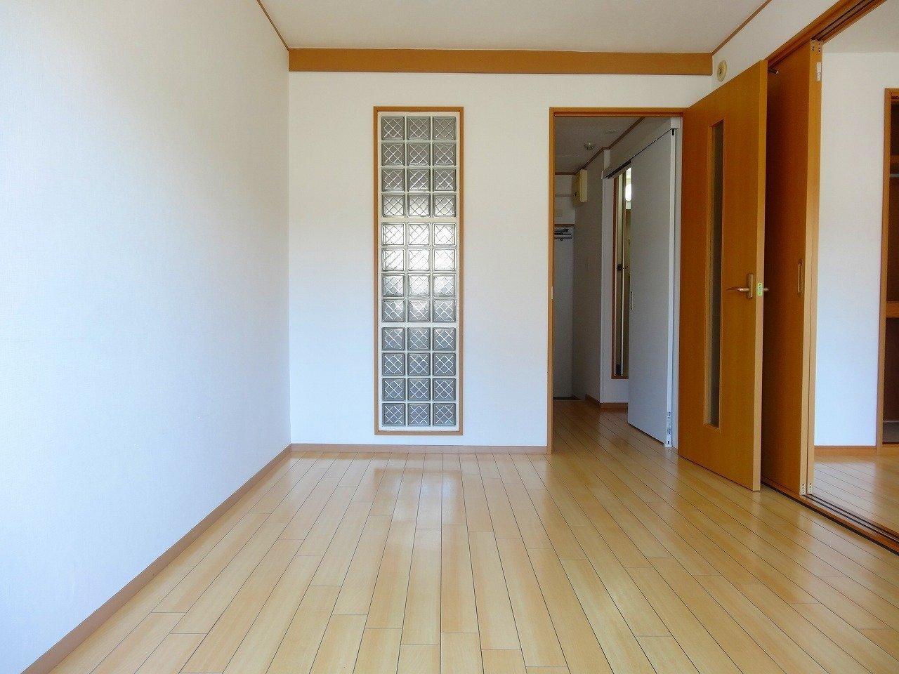 室内は6畳の洋室が2室あります。普段は開け放しておけば、広々と見せることができますね。