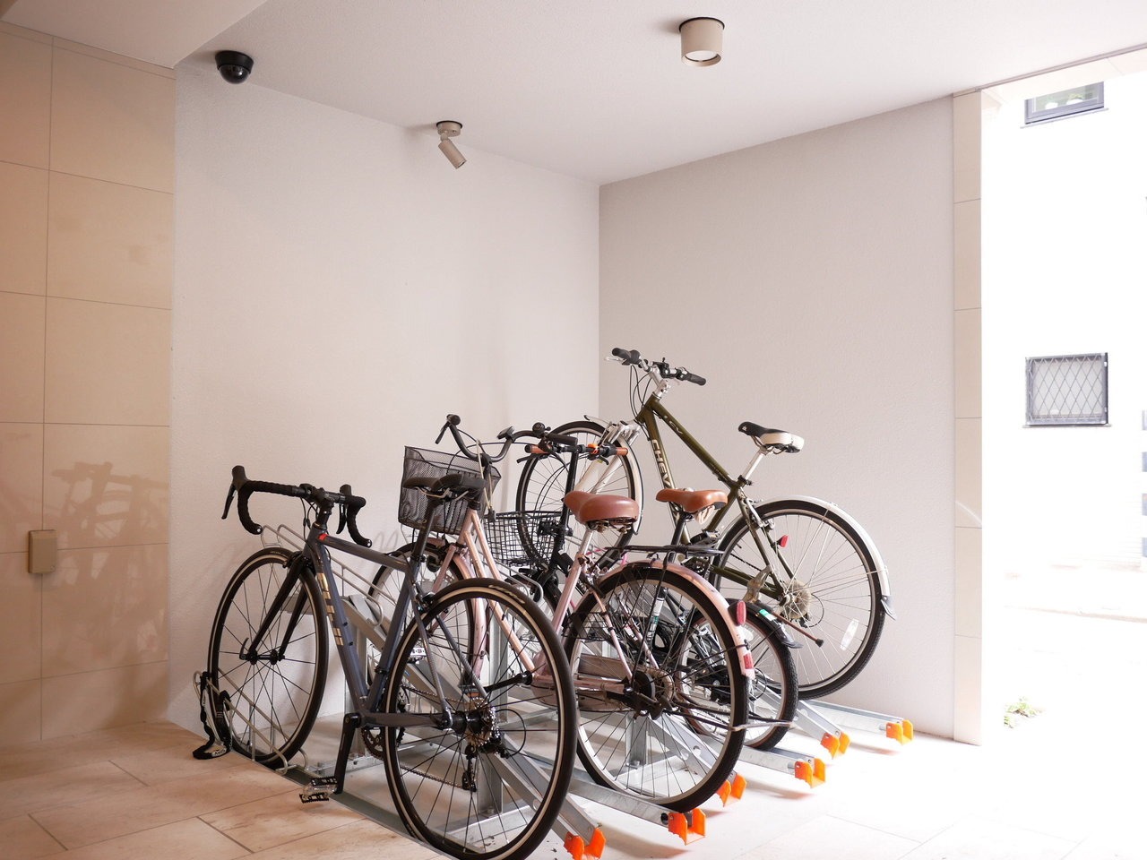 ここなら、職場まで徒歩か自転車通勤、なんて方もでてくるのでは?もちろん駐輪場も完備。