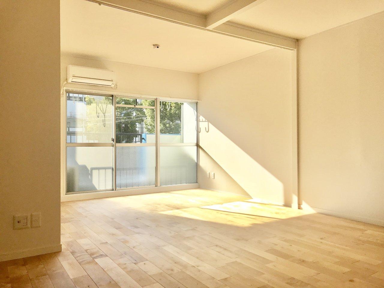 お日様の光もたっぷり差し込む、気持ちがよくなるお部屋です。