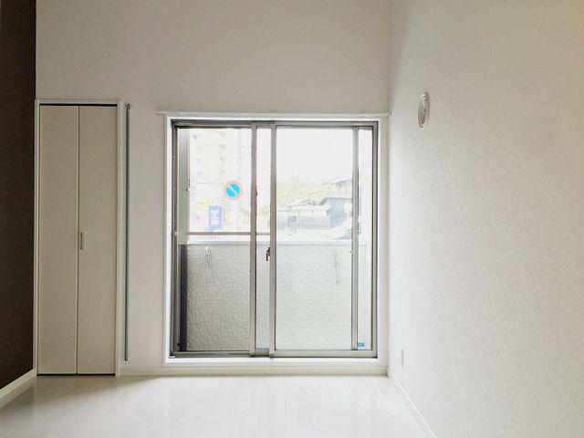 1階も一人で暮らすなら十分の6.2畳。ただ、収納スペースは狭いかもしれません。その分ロフト部分をうまく活用しましょう。