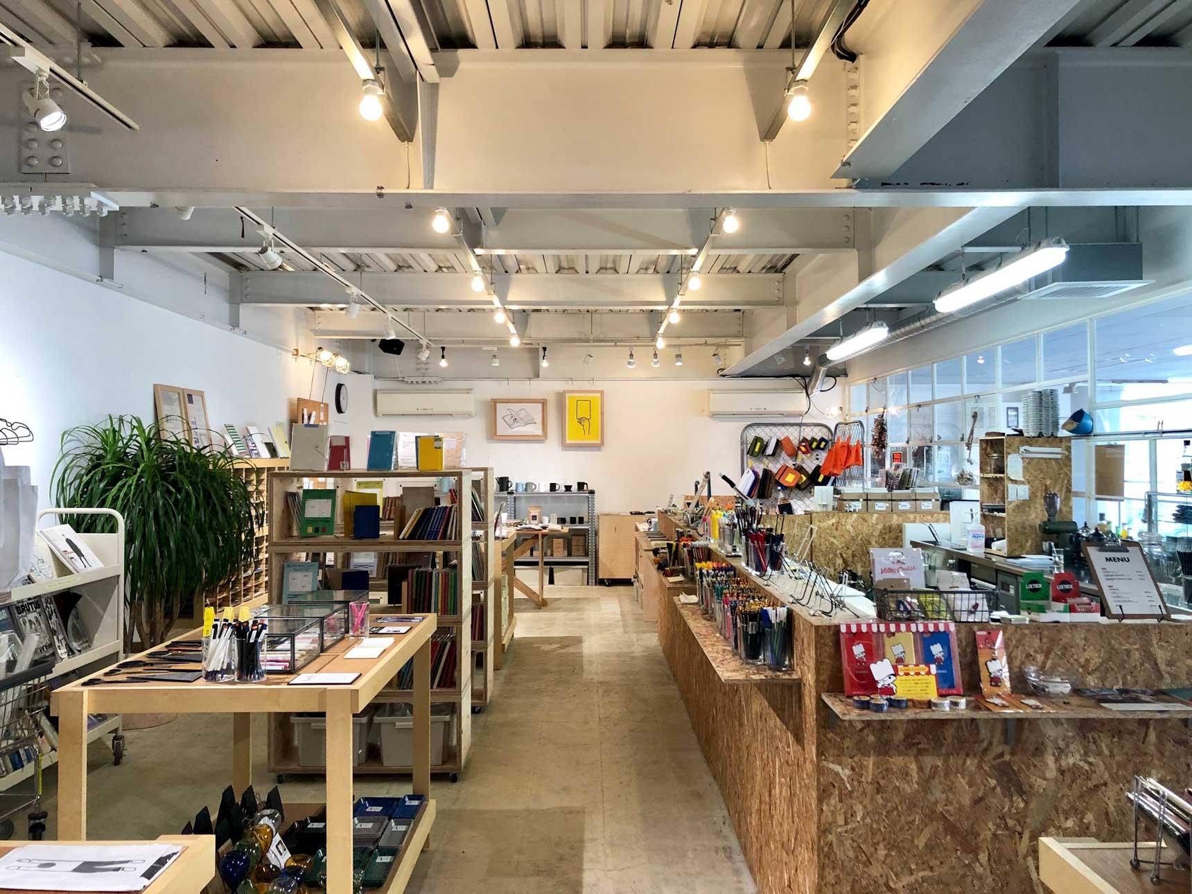 福岡生まれの文具メーカー、HIGHTIDE。 白金にオープンした直営店ではオーダーノートのカキモリも扱う他、オシャレなステーショナリーがたくさん揃います。