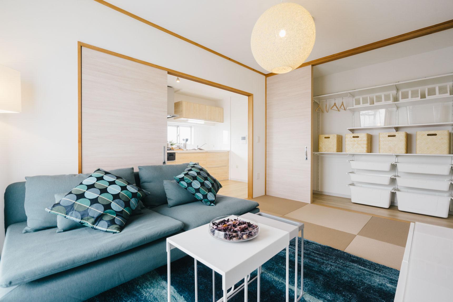 ベランダに面した和室は、ダイニング・キッチンとひと続きの空間のように使っても良さそう。正方形の半畳畳は、和洋どちらのスタイルにも合います。