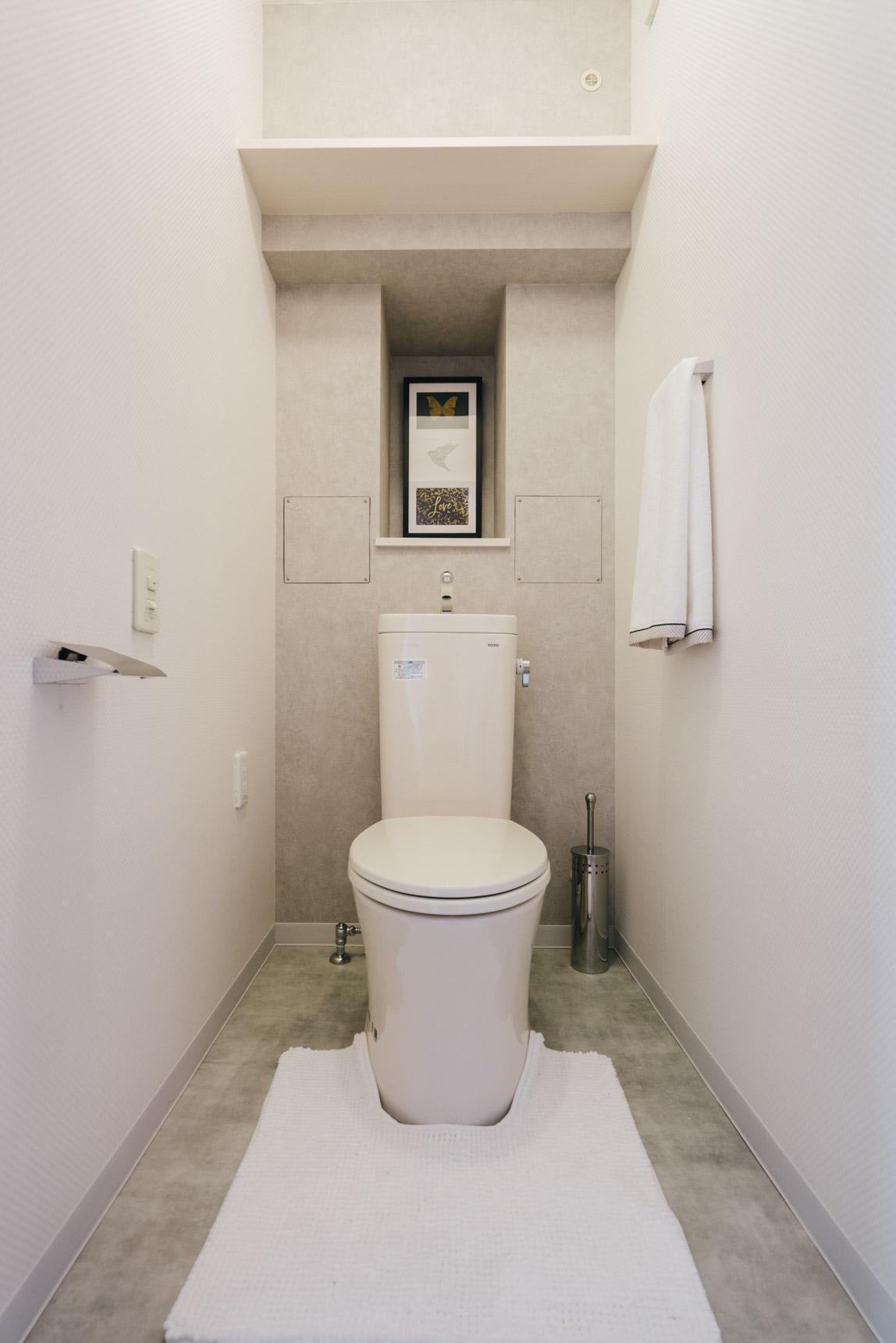 グレーで統一されたトイレも、スタイリッシュですね。