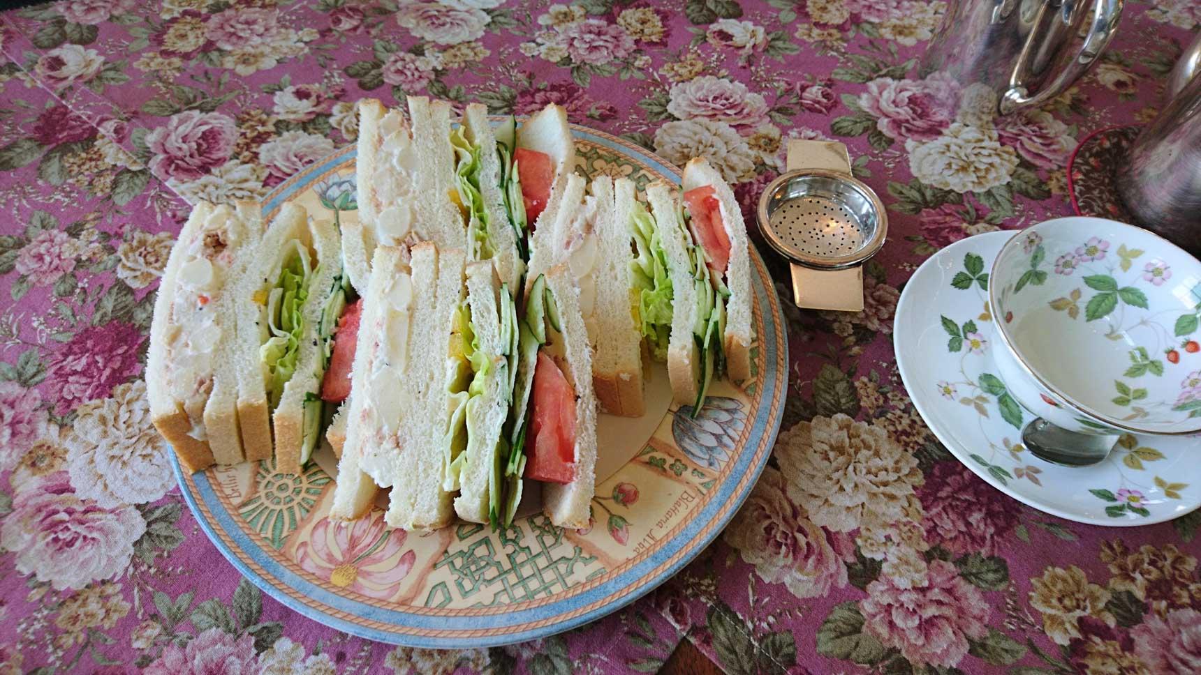 サンドイッチはかなりのボリューム…!