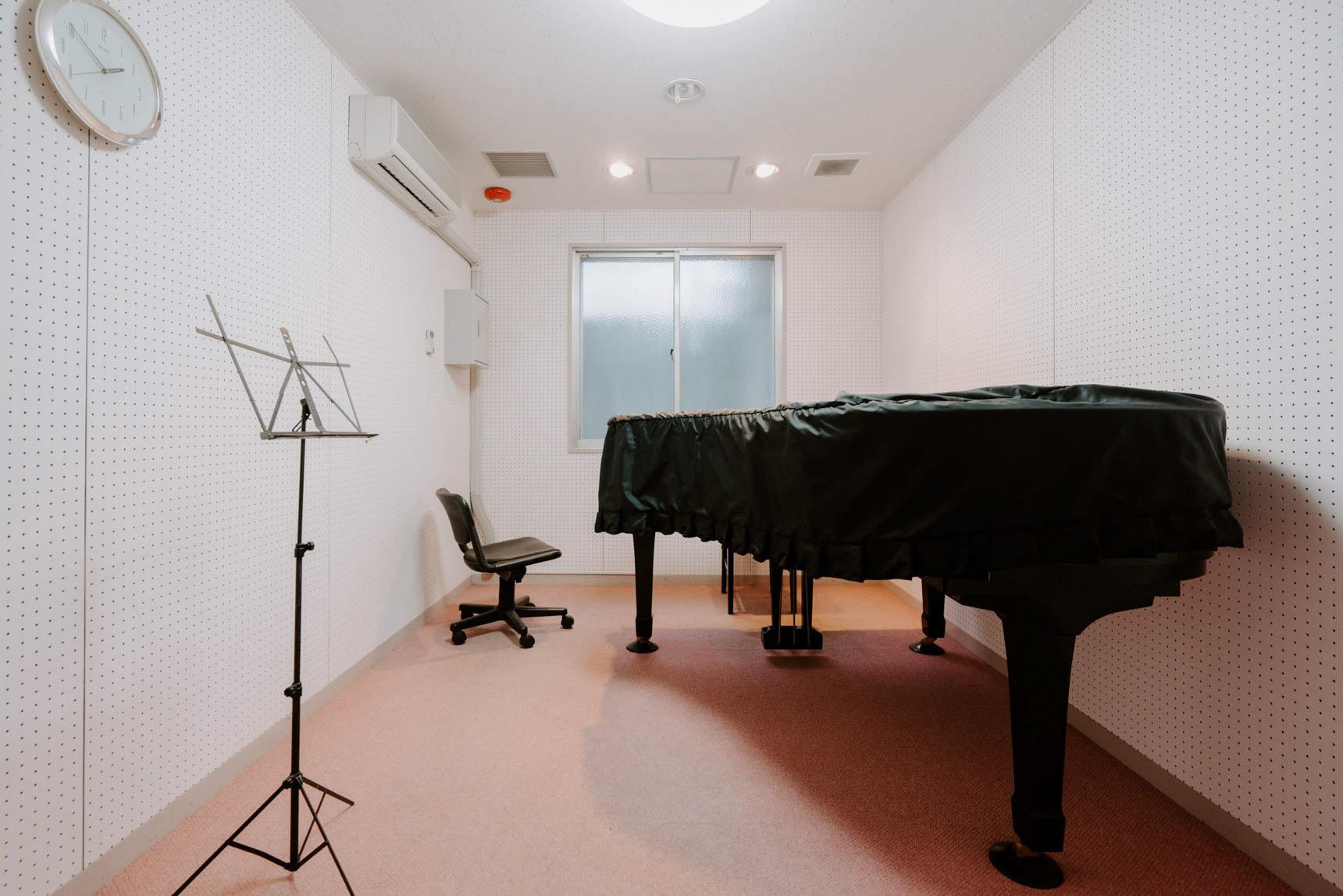音大生の方も必見。なんと5室もあるピアノルームは、グランドピアノを備えたお部屋まで。集中して練習できる環境が素晴らしい。