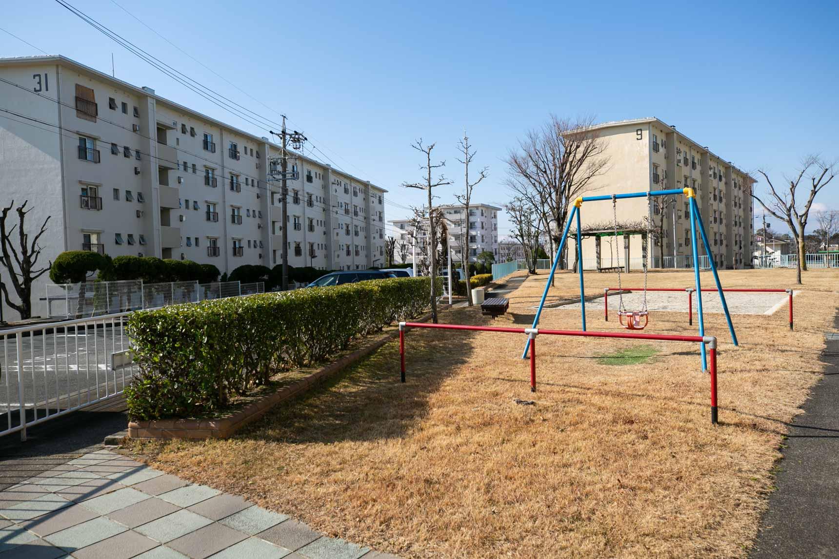 遊具の設置された、ちょっとした公園もいたるところに。