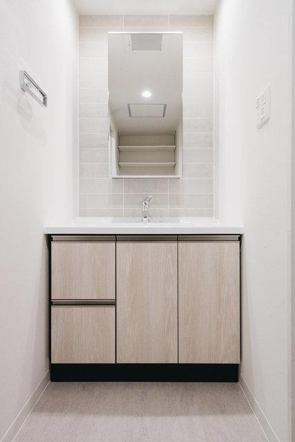 洗面台の周りにも同じタイルが使われていました。