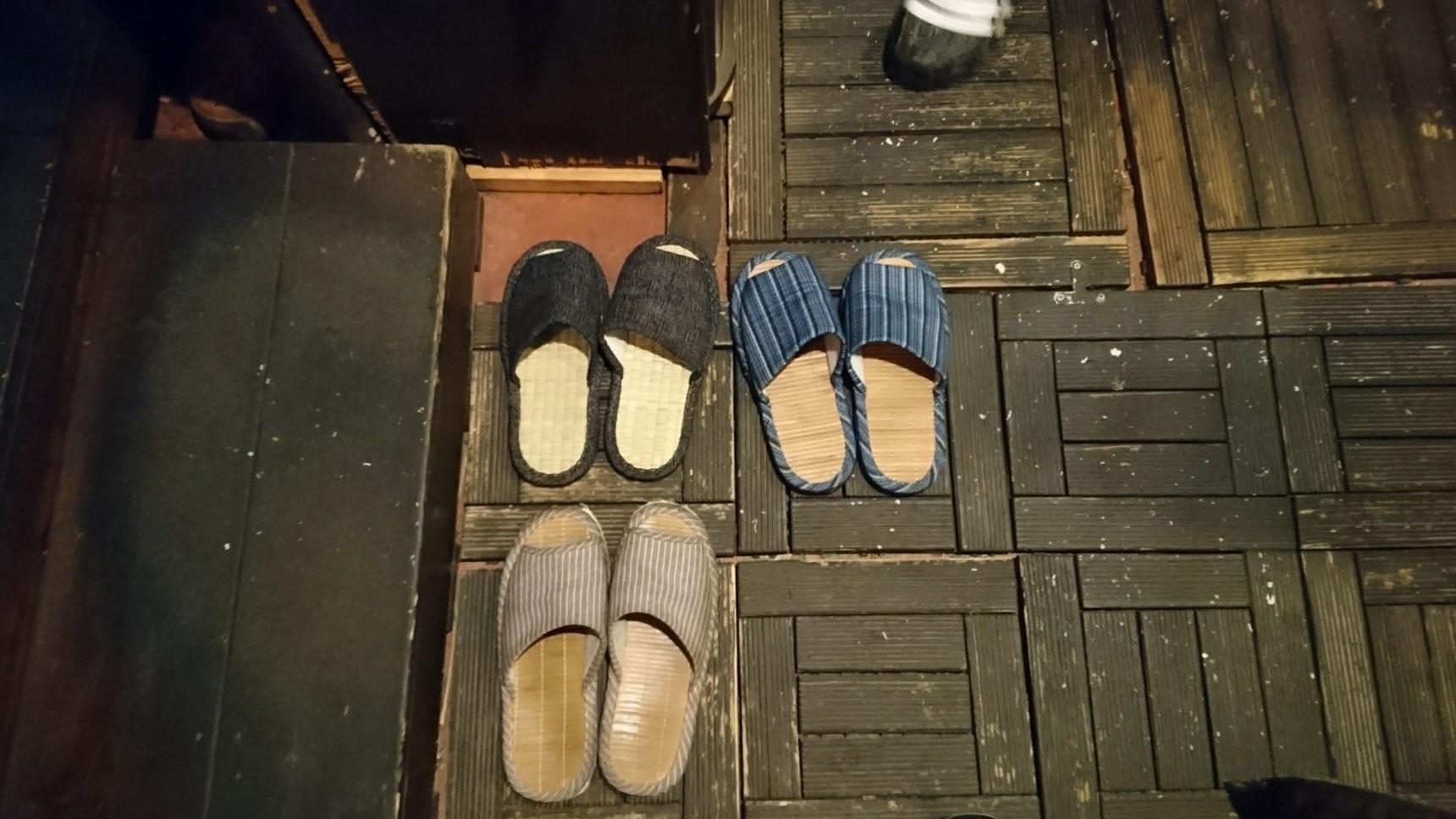 和風インテリアの店内は、靴を脱いで上がるスタイル。