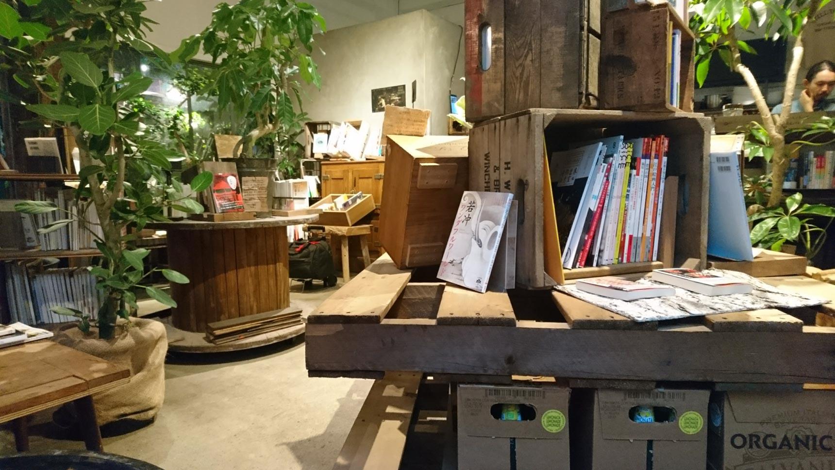 お店で使われている家具や什器も購入できるのだそう。