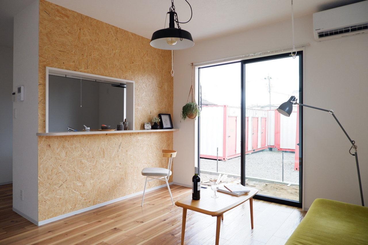 できたてほやほや新築のお部屋。LDKはこだわりのカウンターキッチン。このボードがなんともカフェ風の雰囲気を出していていい感じです。