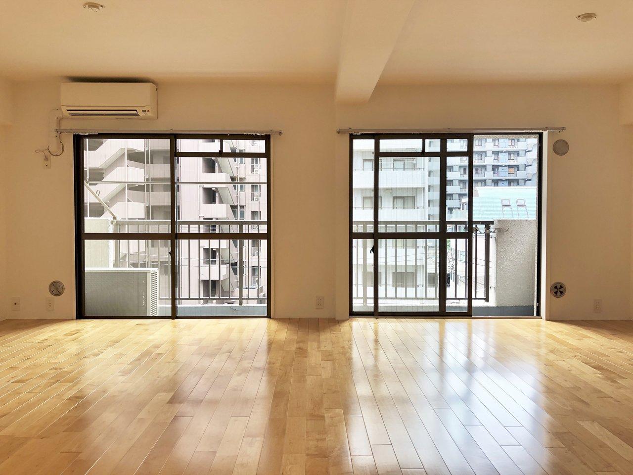 リノベーションで誕生したビッグLDKが嬉しいお部屋。これだけ広いと、いろんな家具配置が楽しめますね。