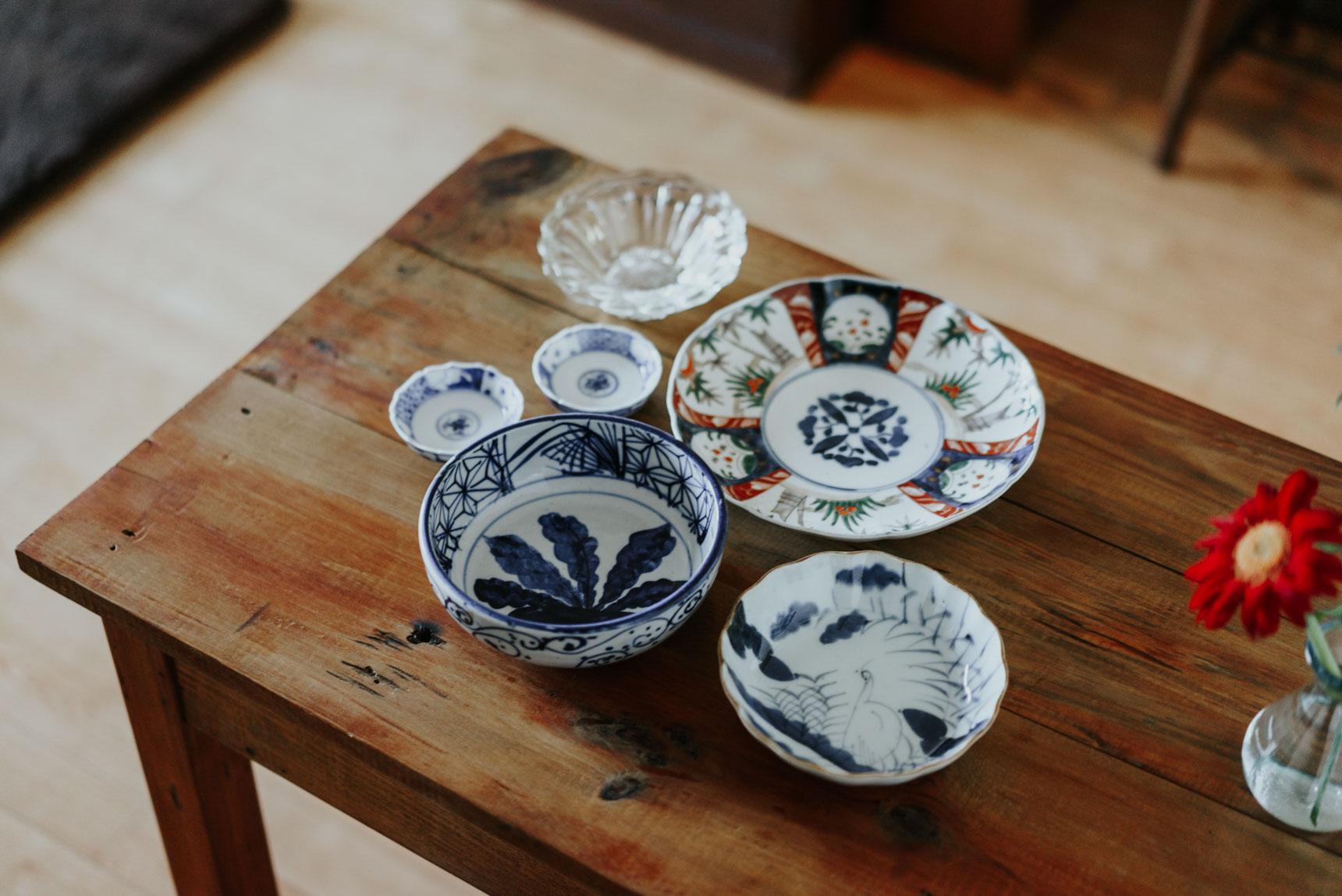 器も、骨董市で見つけた和食器を大事に使っています。