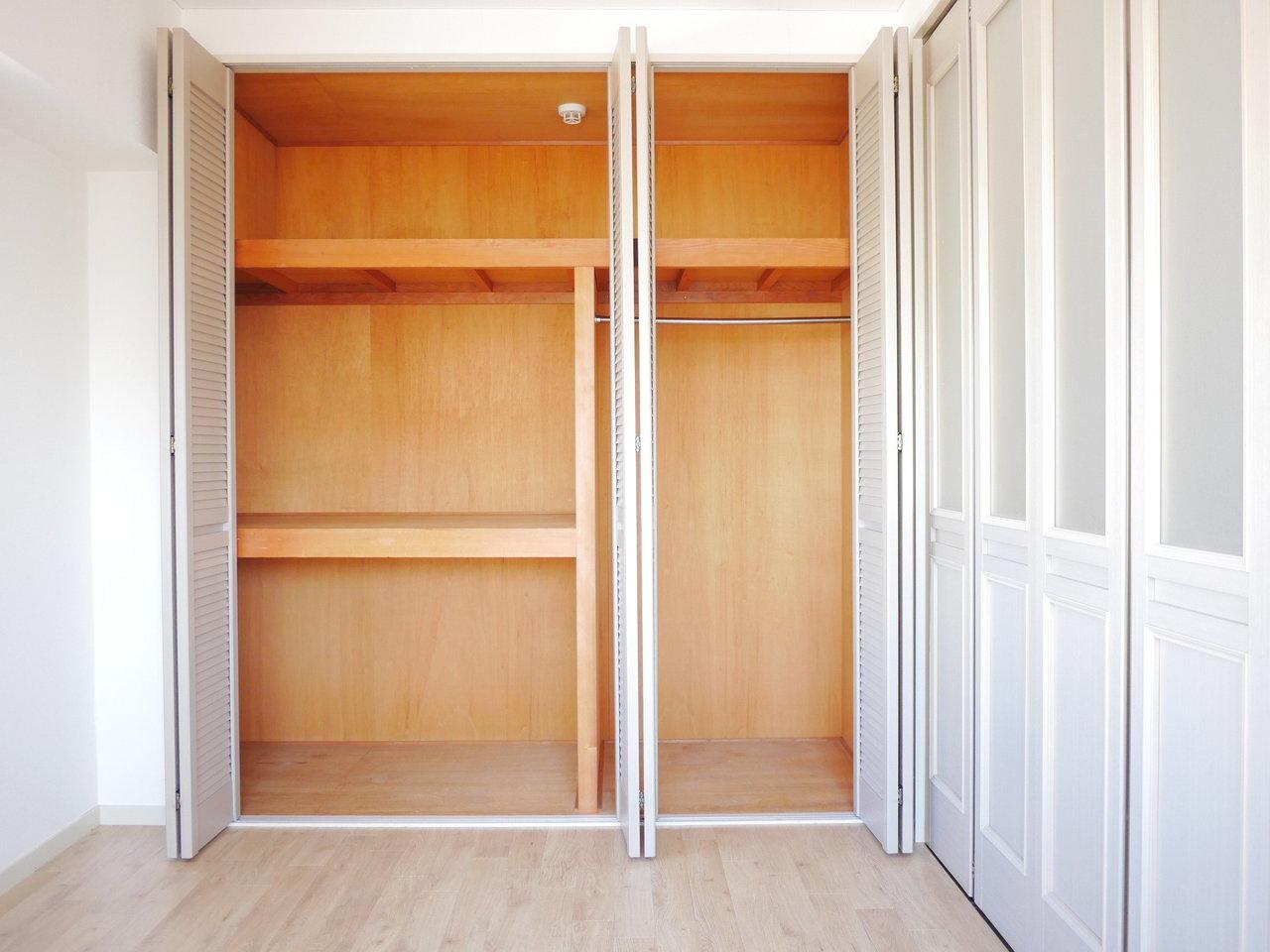 このお部屋は、ついつい荷物が多くなりがちな方におすすめしたい。洋室のクローゼット、キッチン、靴箱、脱衣室…どこにでもしっかり収納スペースが確保されています。あまり外に物を置いておきたくない方にも、強い味方となってくれそうです。