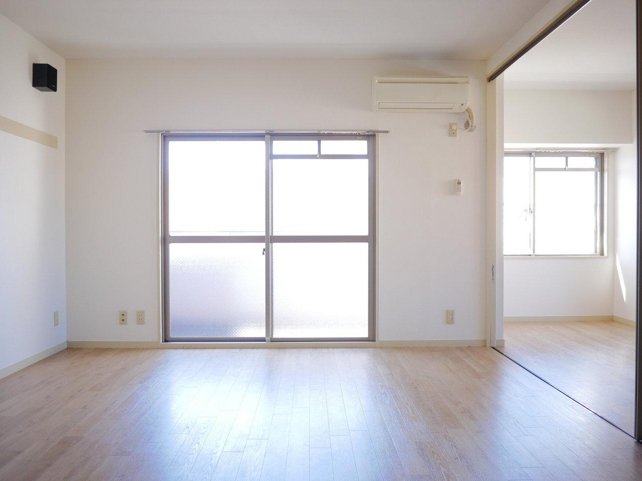 角部屋なので2面採光なのがうれしいお部屋。明るい室内で常に気分も上がりそう。