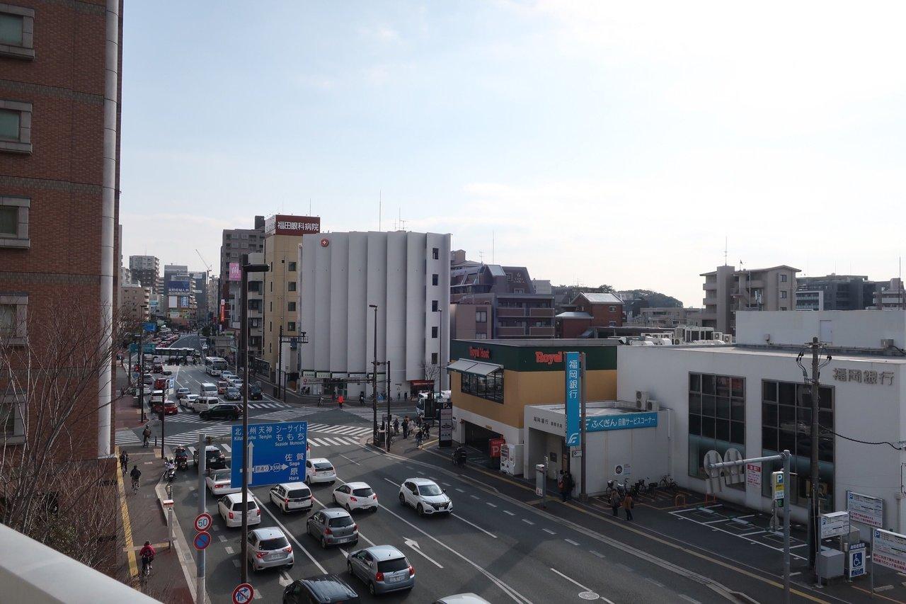 駅周辺の雰囲気。商業施設も程よくある、便利な街です。
