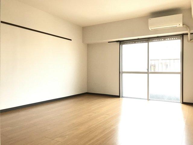他に8畳の洋室、6畳の洋室と、広めの個室が2つある良い間取りです。どの部屋も、日当たりの良いところもグッドポイント。