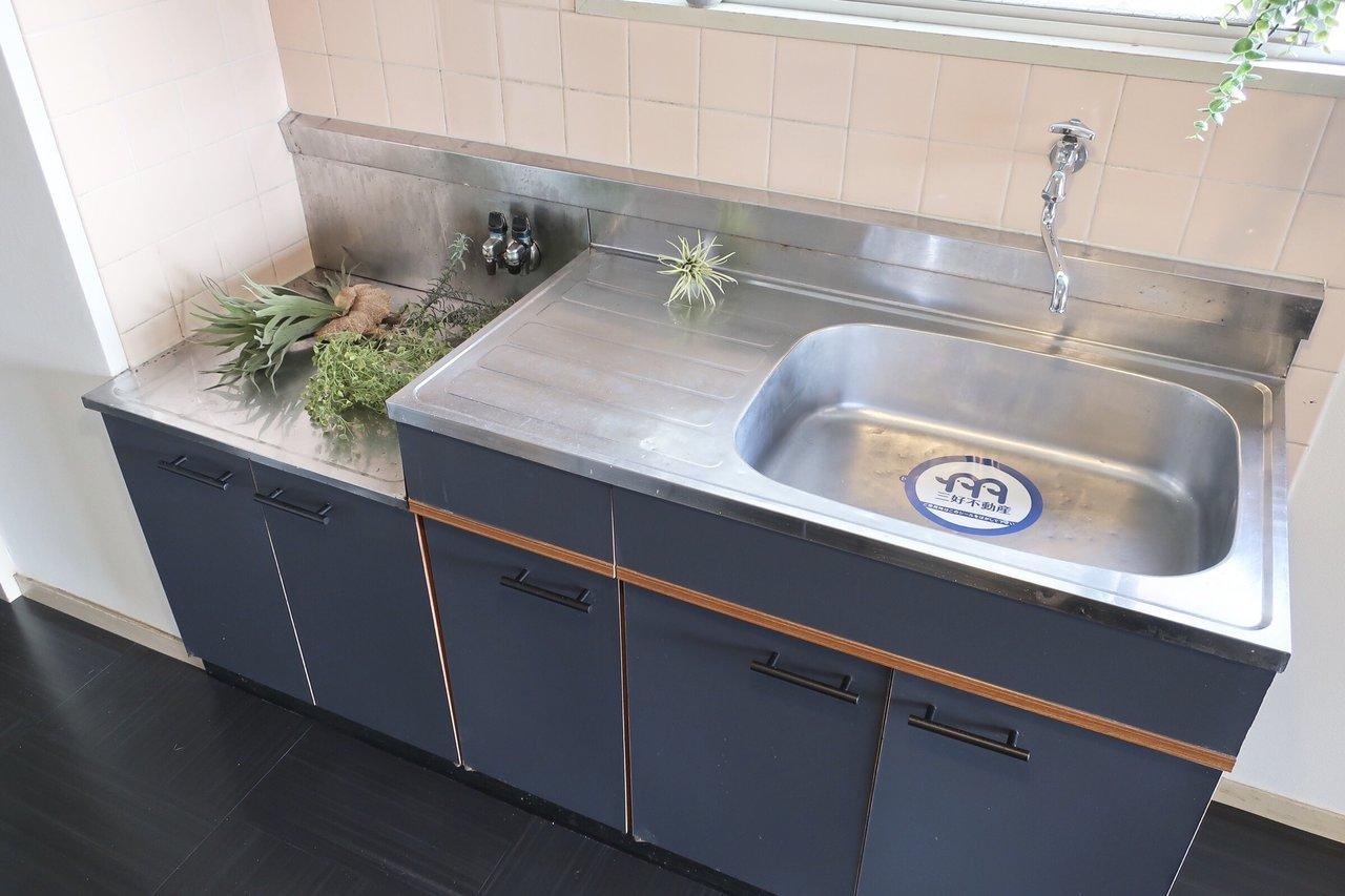 キッチンも可愛い!収納の取手とか、ちょっとしたデザインの良さにウキウキしますね。