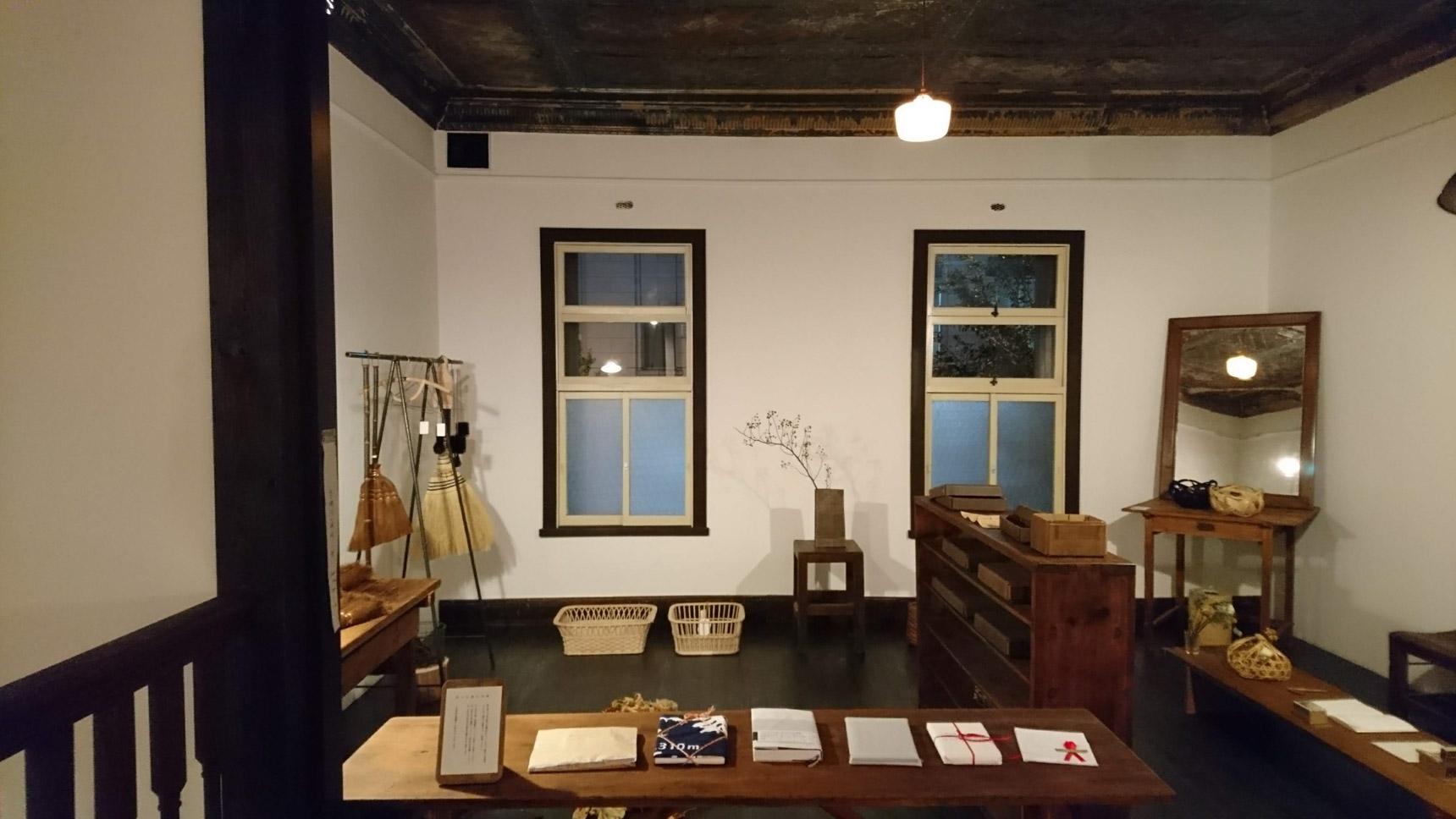 1〜2ヶ月ごとに入れ替わるという展示は、ひとつひとつ丁寧に作られた、ストーリーを持つ道具や器など、様々なものが並び、購入もできます。