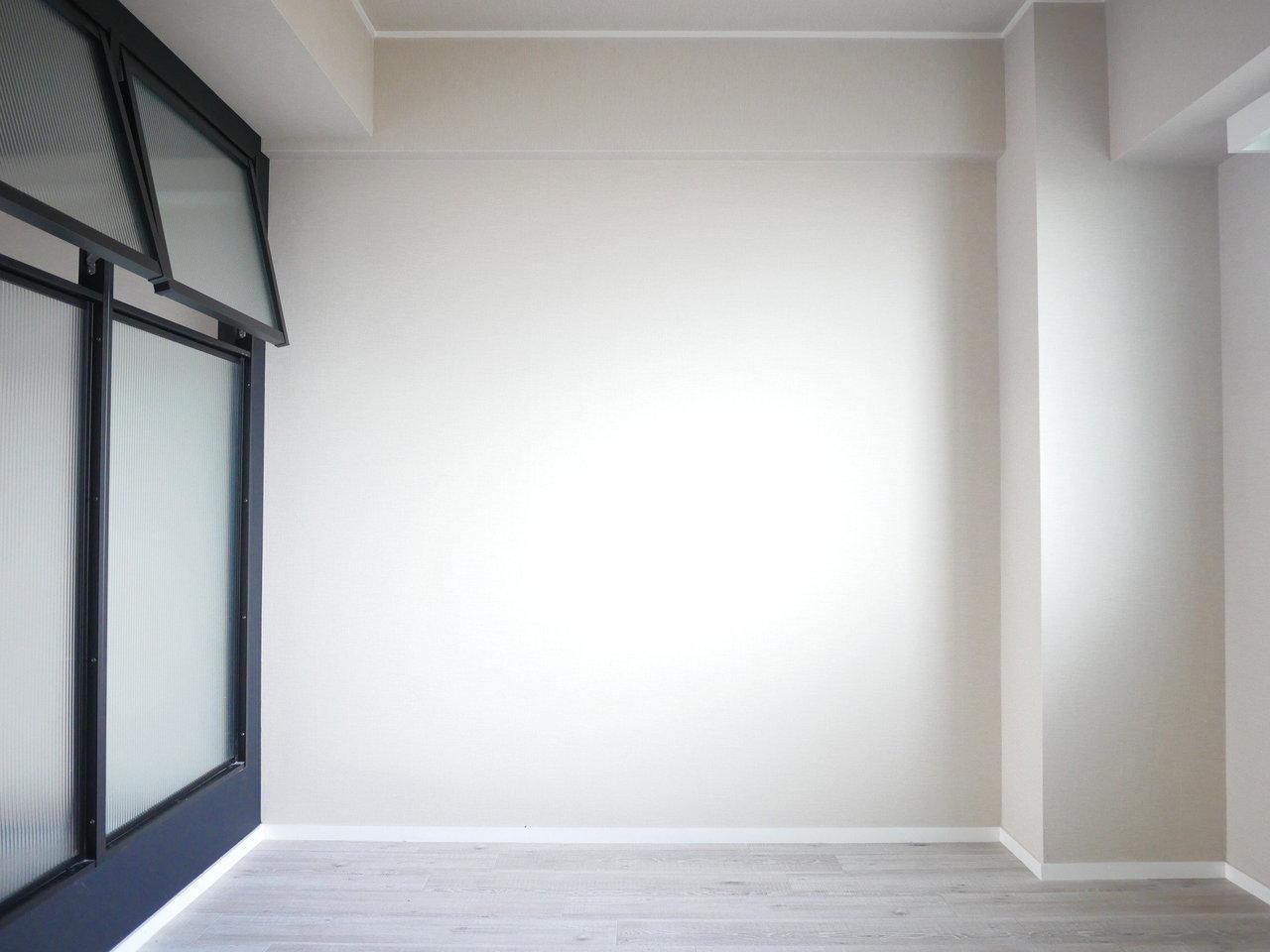 もうひとつの奥にあるお部屋は約5畳。仕切りがスケルトンであるため、個室感は多少薄まりますが、その分自然光がたっぷり入るので、明るくて気持ちが良いのが特徴です。