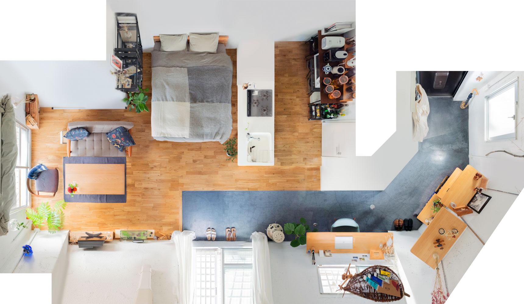 開放的なワンルーム、ベッドを思い切ってキッチンの横に持ってきたレイアウト。ほどよい明るさが落ち着くそう