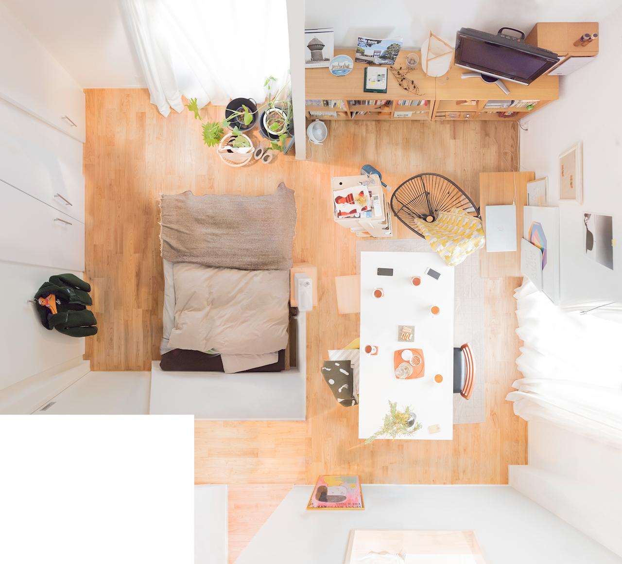 大きめの収納にしっかり整理整頓、ベッドルームにはグリーン以外何も置かない、がルールの二人暮らしのお部屋(このお部屋はこちら)