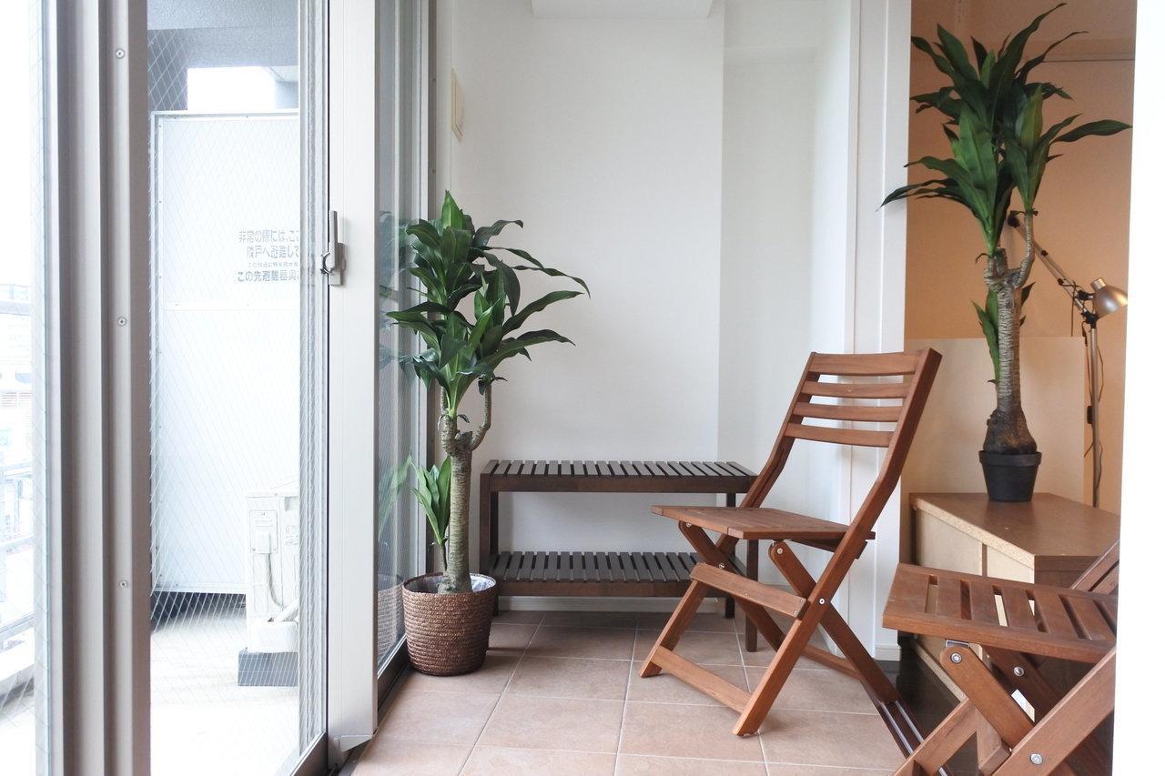 住吉通り沿い、渡辺通と博多の中間にある高層マンションの8階のお部屋。なんといってもこのサンルーム!グリーンでもさもさにしたいです。