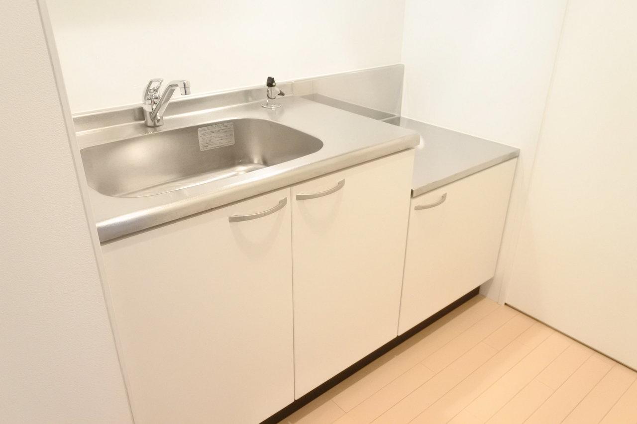 キッチンやお風呂が完全に隠れた間取りになっているのも良い。生活感を感じさせず、ホテルライクに暮らせそう。