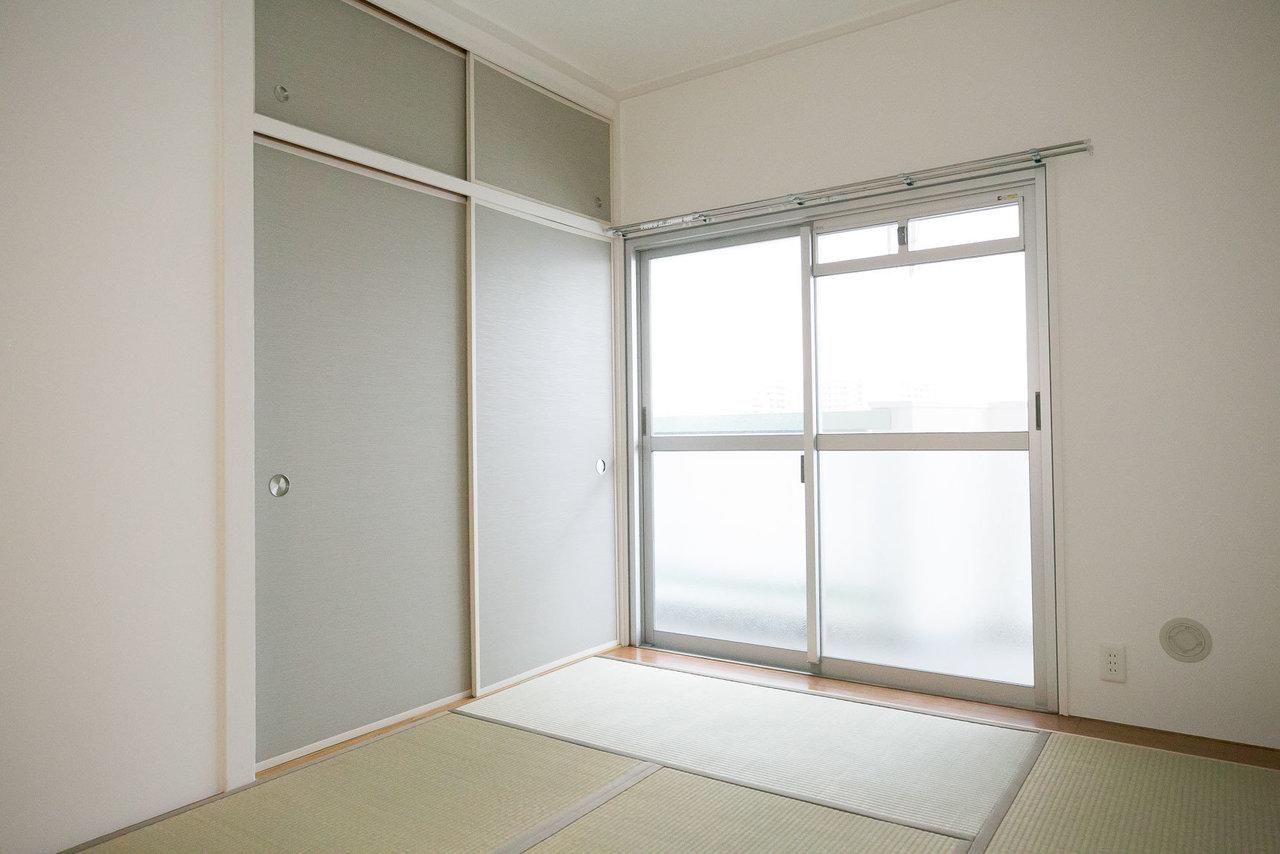 ポイントは6畳の和室があるところ。お客様が来た時の客室としても使いやすいですし、コタツをおいてのんびり、なんていう使い方もいいですね。押入れの収納が、リビングと和室にそれぞれあって、収納力もバッチリです。