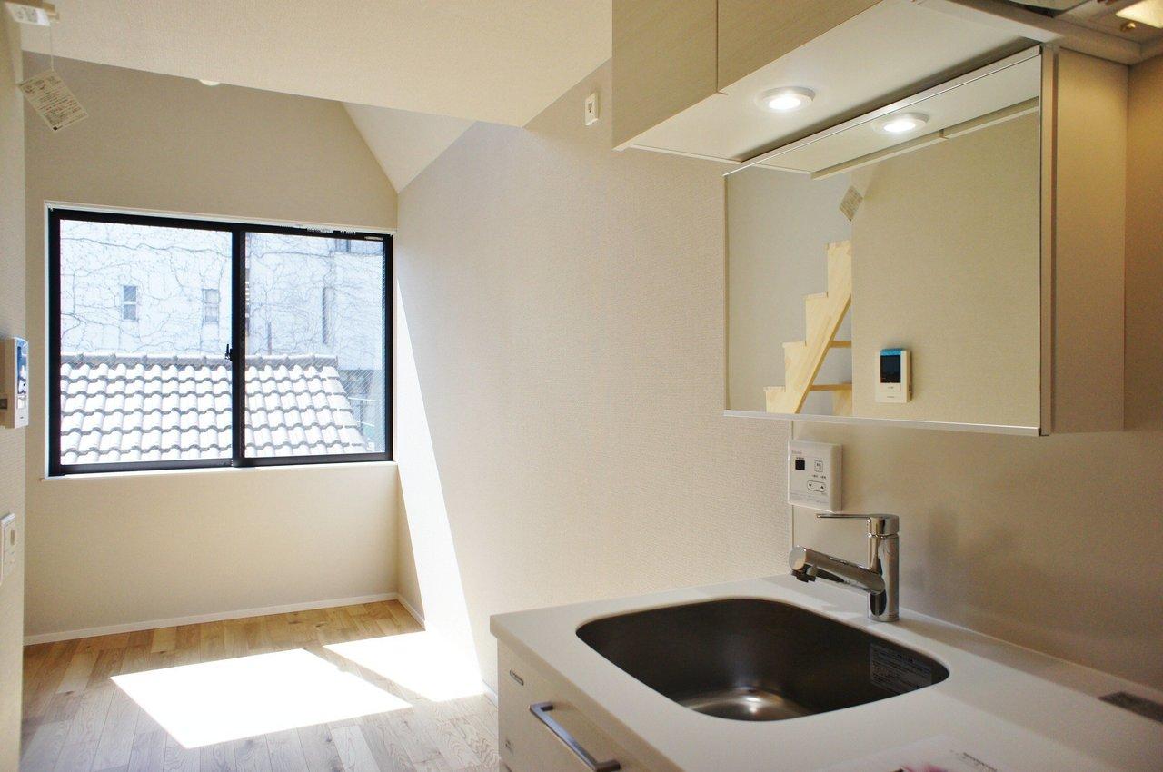 さすが新築、コンパクトだけど、キッチンやトイレ、お風呂の設備もいいんです。まっさらな気持ちで新しい暮らし、はじめたい。