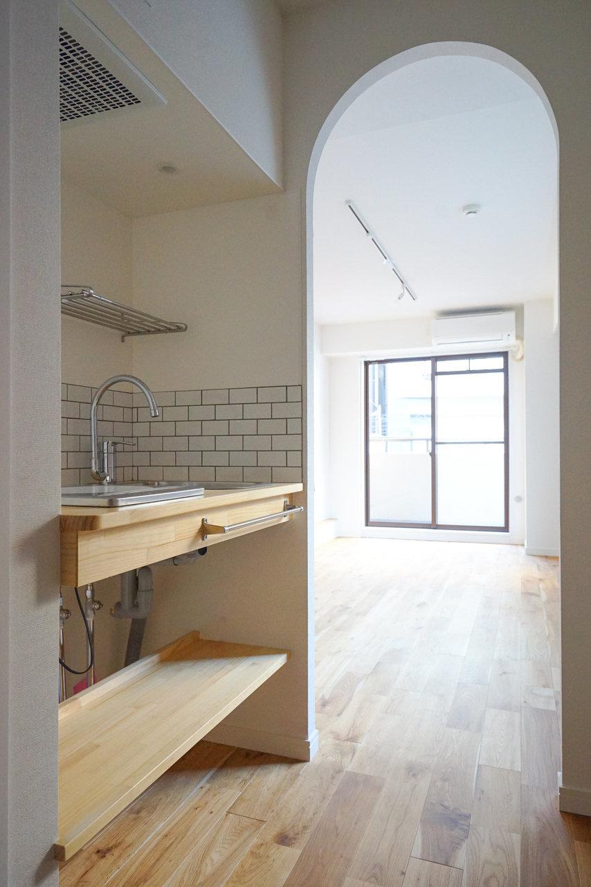 キッチンと洗面台を兼ねるスペースは何よりおしゃれにこだわってます。せっかくの神楽坂ライフ、ここを拠点に街へ繰り出そう。