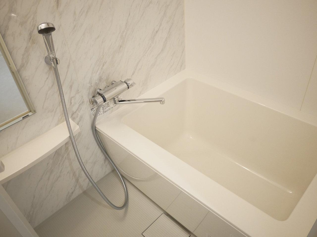 浴室もゆったりサイズ。これまでシャワーで済ませてしまっていた方も、この広さなら毎日お風呂に入りたくなってしまうかも。1日の疲れをしっかり癒してくださいね。