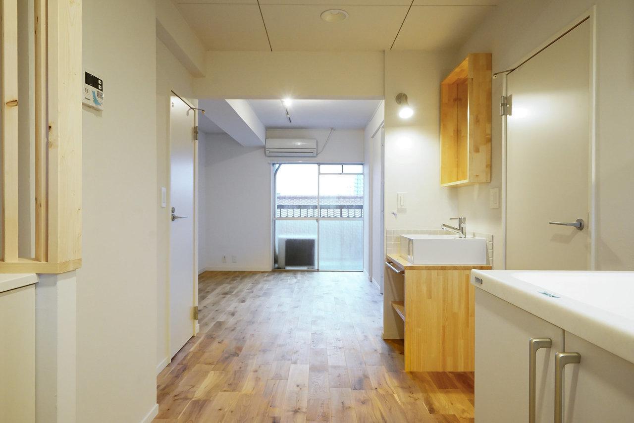 床がいいと、インテリアも映える。オークを使った無垢床リノベーションの1LDKです。