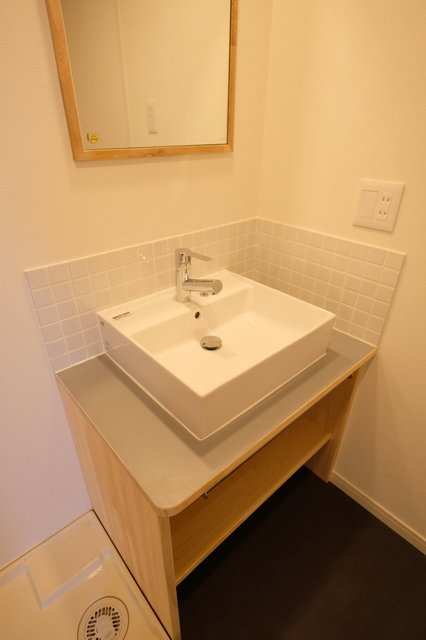 洗面台も、良い雰囲気のものに変わる予定。工事中ならタオル掛けなど小物の一部も選んでいただけます(画像は完成イメージ)