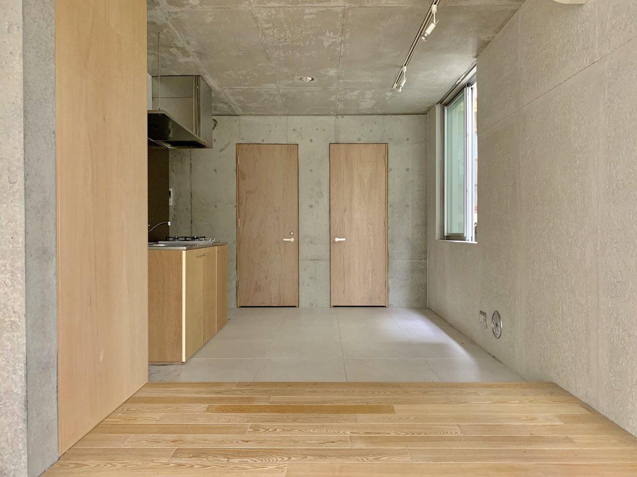 キッチンの部分は広い土間スタイルになっています。こういう部屋、ちょっと住んでみたいんですよね