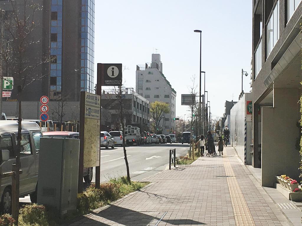 街中を歩いてみると、歩道が広いことが印象的でした。車いすの方も、ベビーカーの方も、自転車に乗っている方も……。様々な年代の方が住んでいるのもうなずけます。