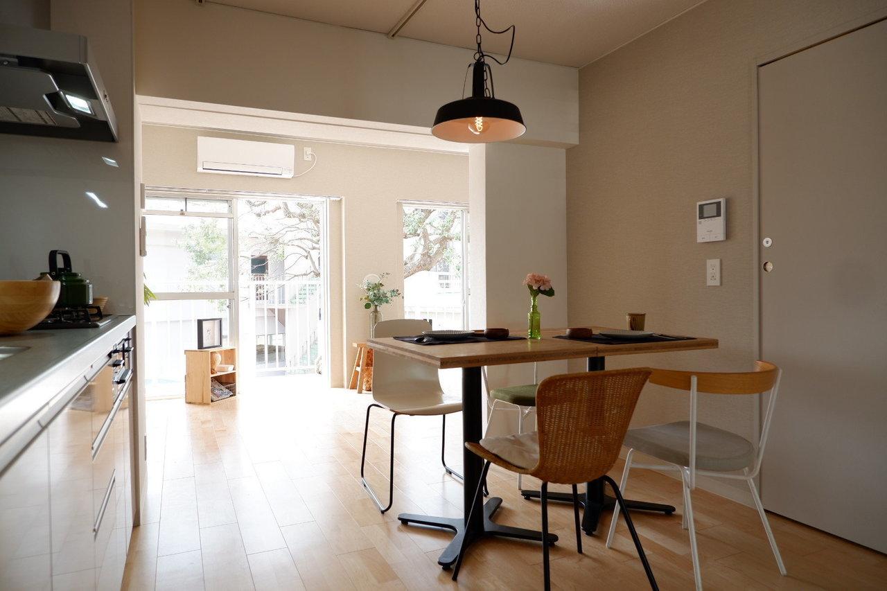 自分たちの住居は十分な空間を確保しながら、広い敷地内の木々や農園を地域でシェアして使う。そんな新しい家族の暮らしがここにあります。