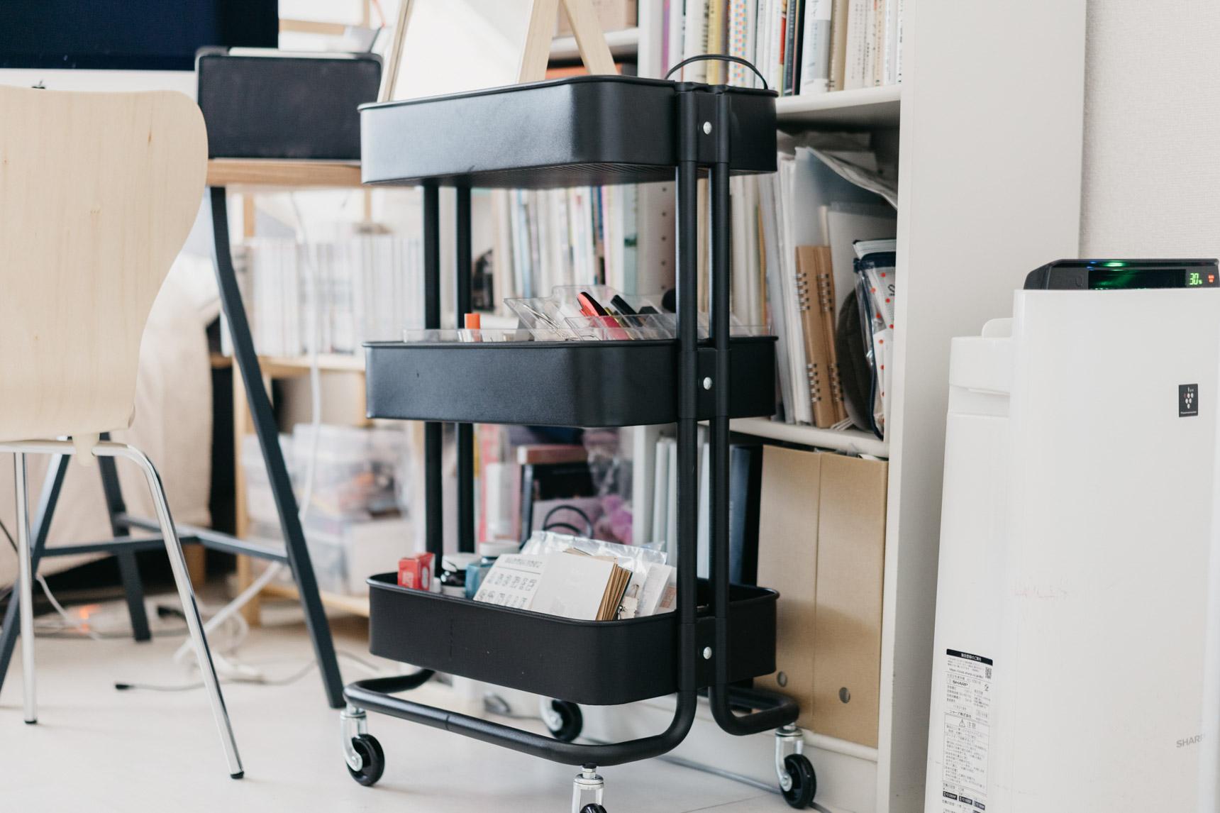 キッチンだけでなく、コスメ用品や、文房具などの置き場所として、お部屋の中でも活躍します。