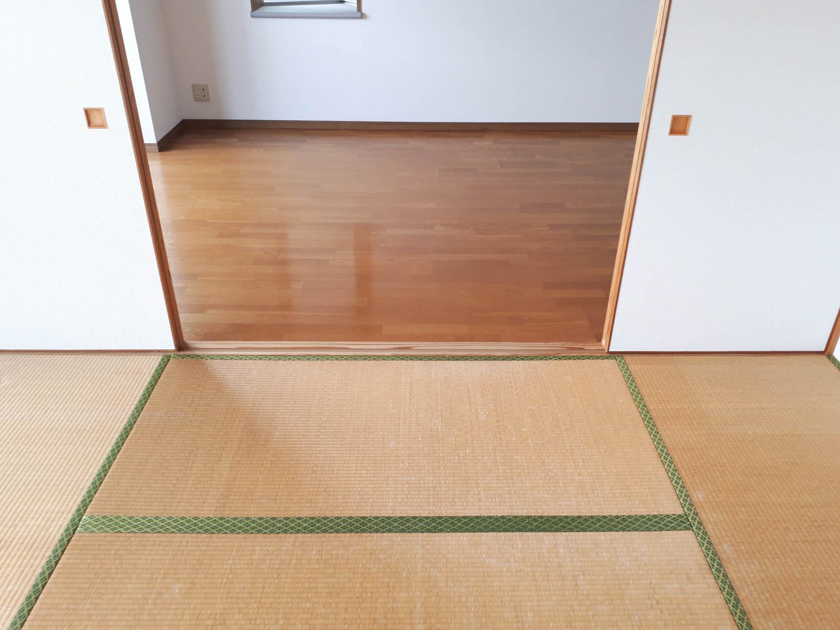 ビフォアのお部屋は、こんな感じの畳とフローリング。
