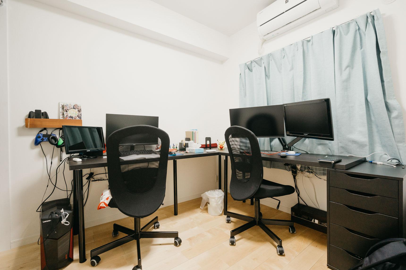 2部屋ある居室のうち1つはベッドルームに。もう1部屋は、書斎として使っています。おふたりの共通の趣味である、ゲームの機材もこちらに。