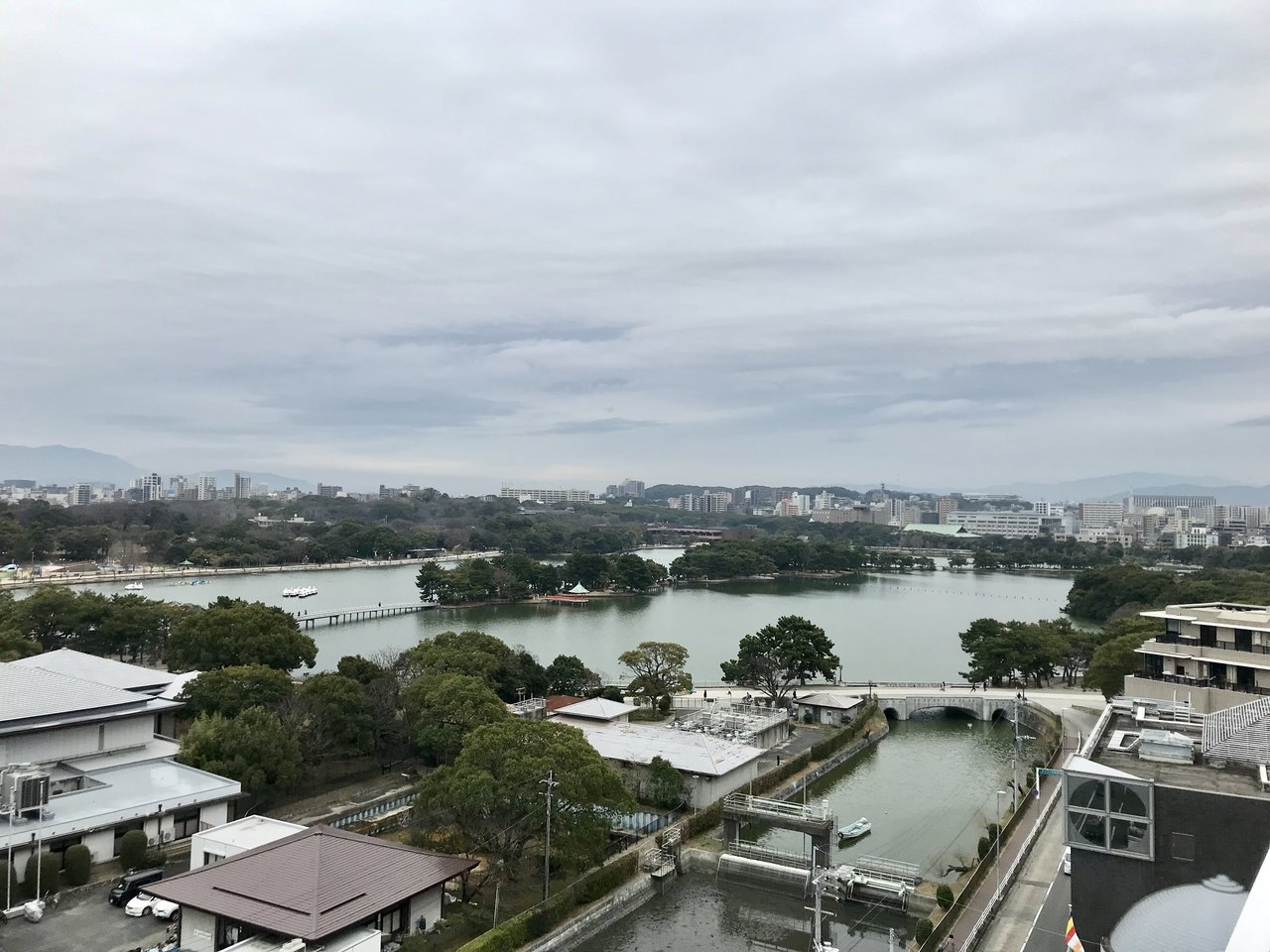 そして何と言っても特筆すべきはこの眺望!福岡人の愛するオアシス、大濠公園を一望できます。