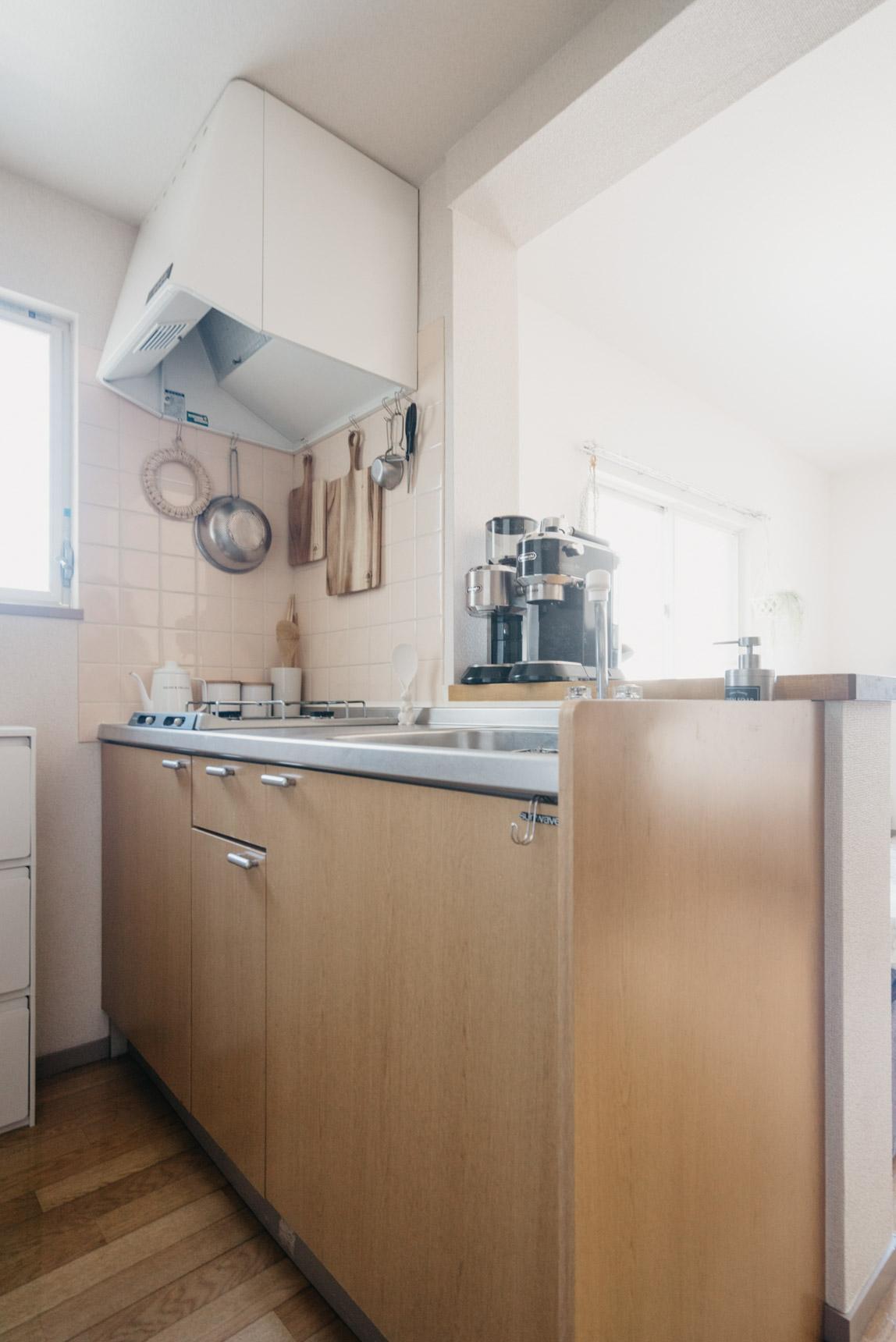 こちらも、かなり充実しているキッチン。確かにここにも窓があるので明るくてとても良いですね。