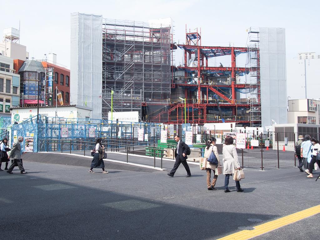 駅前の広場もこんなにスッキリ。まだまだ改装は続いていきそうです。