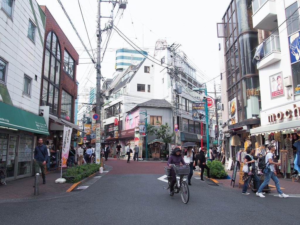 """自分のペースでOK。人気の街「下北沢」は、自分の""""好き""""を思う存分楽しみたい人におすすめの街です。"""