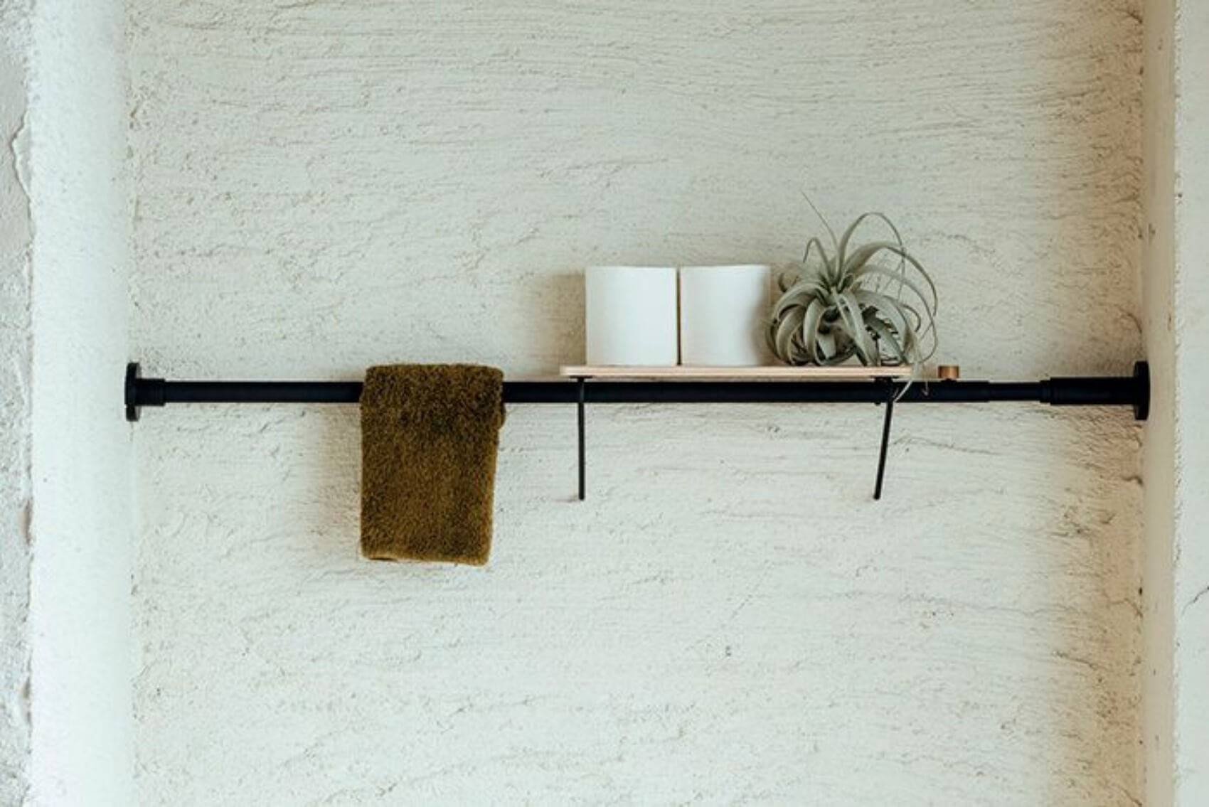 これが突っ張り棒?手軽に収納スペースがつくれる『平安伸銅工業』のDRAW A LINE