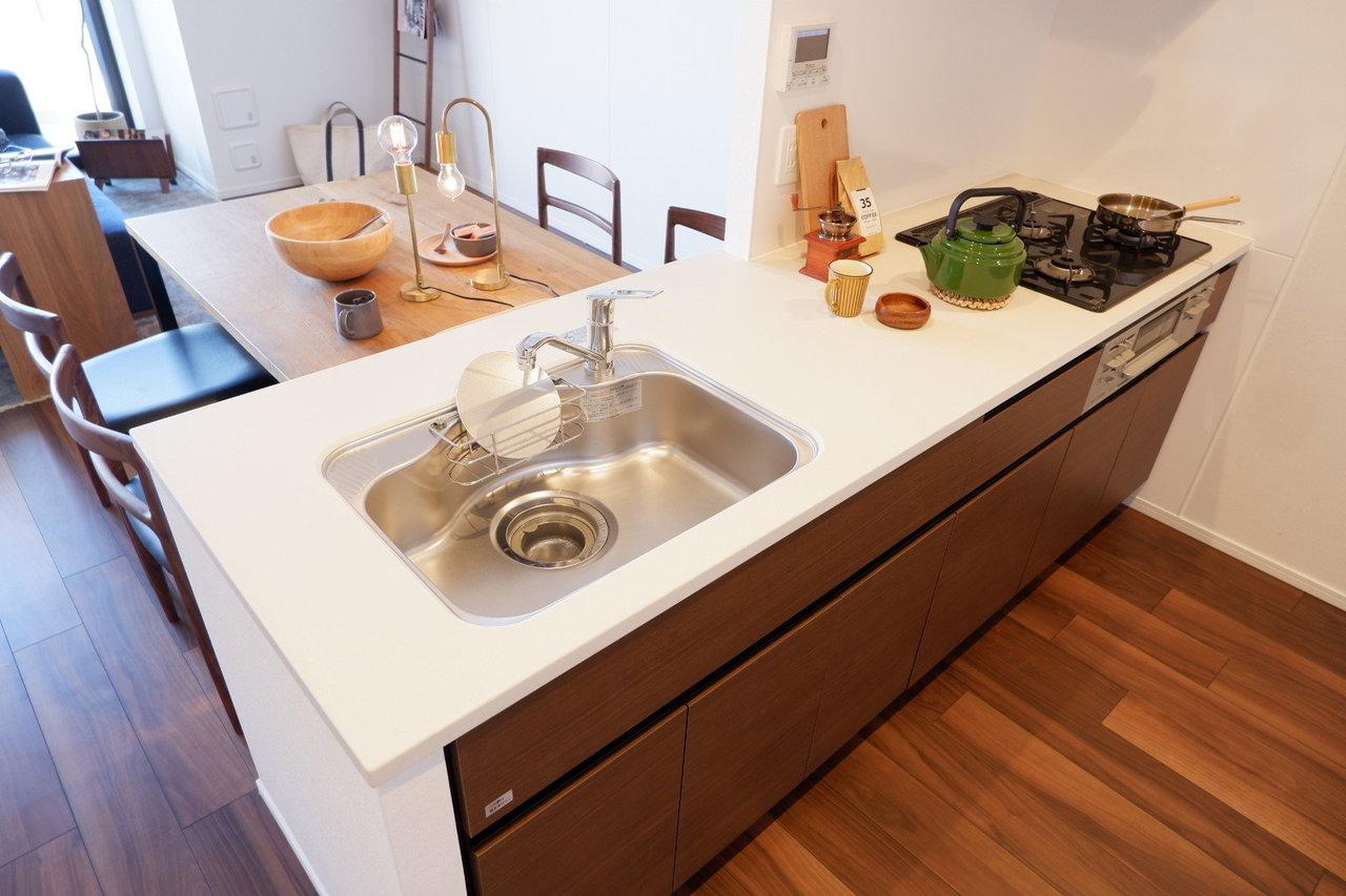 1LDK〜3LDKまで間取りは多様な中から選べますが、どのタイプのお部屋もカウンターキッチンが設置されています。