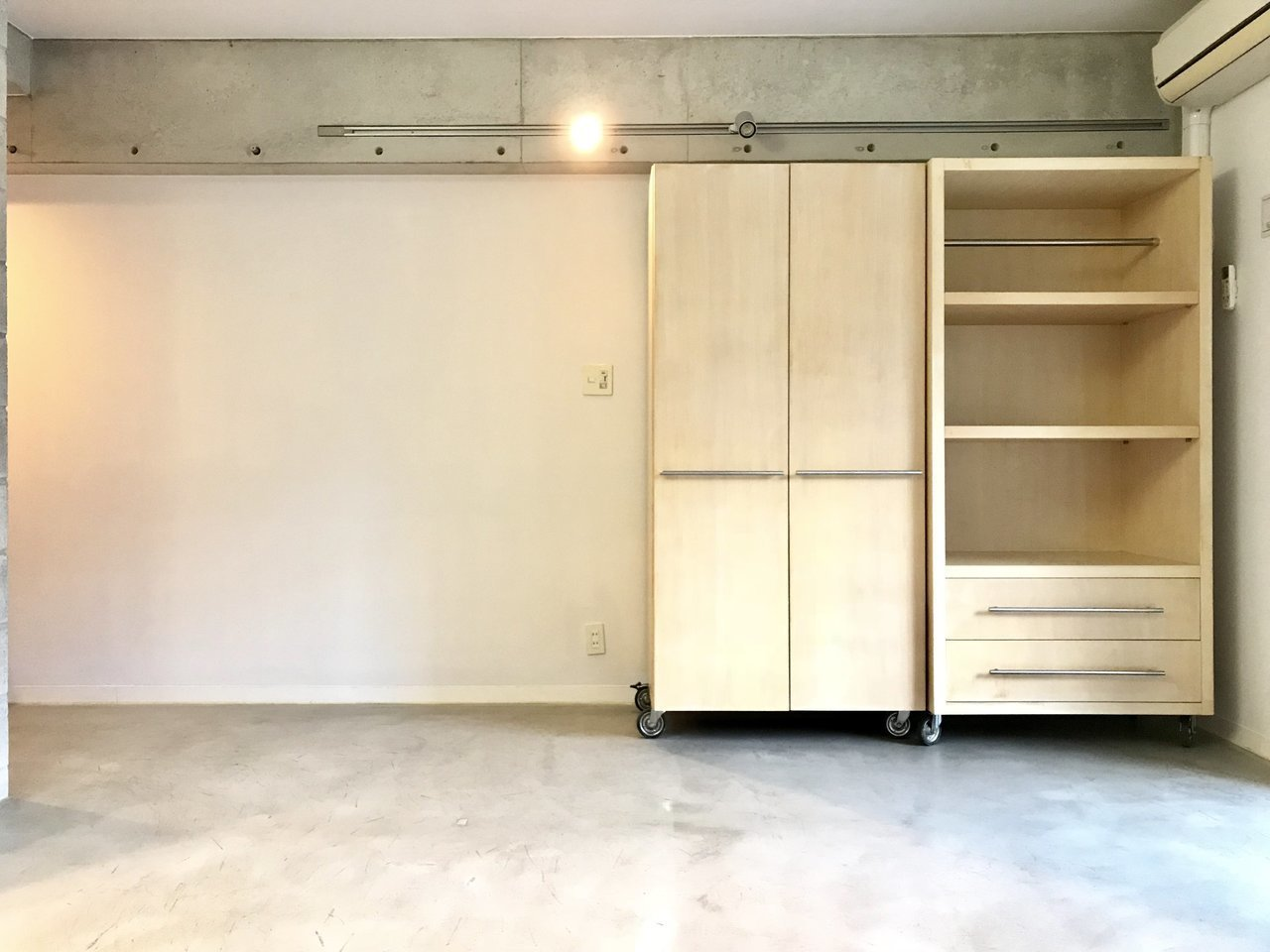 可動式の収納が2つついているので、好きな場所に移動して仕切って使うこともできます。