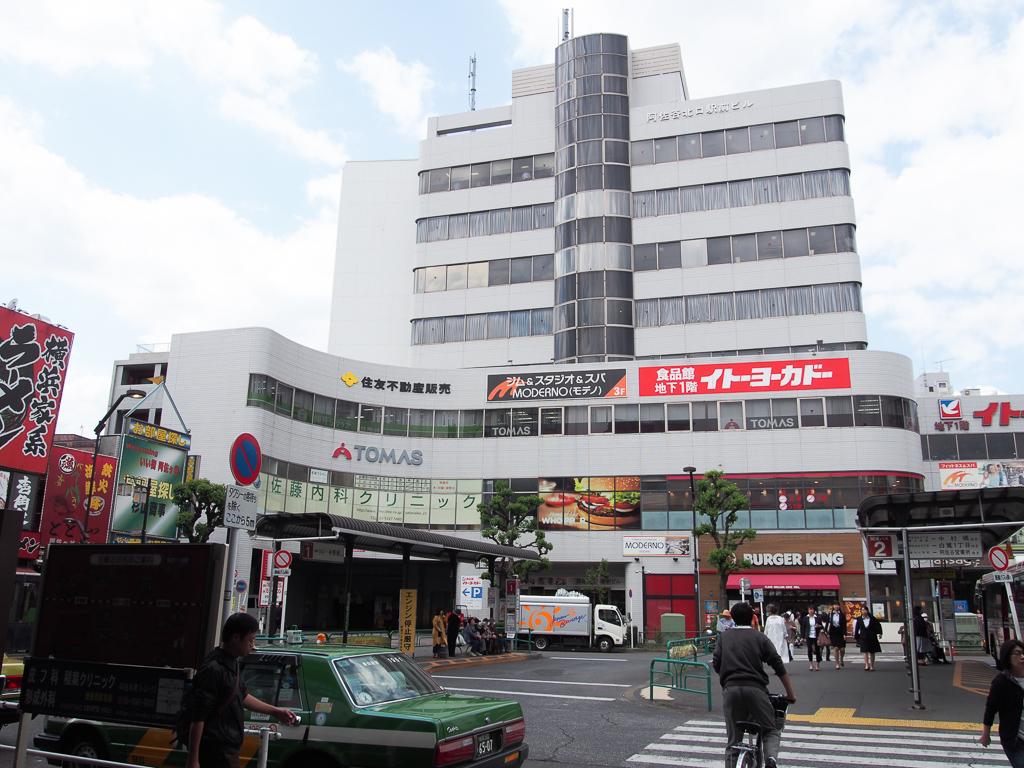 阿佐ヶ谷駅北口。この先に大きなアーケード街がある。